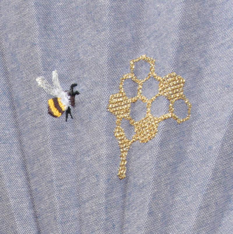 扇面アップ ミツバチ