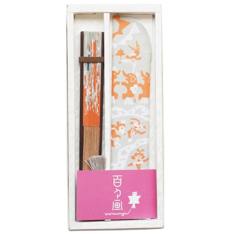 百々画 momongaのロゴが箔押しされた桐箱に入れて、お届け致します。贈り物にも最適です。