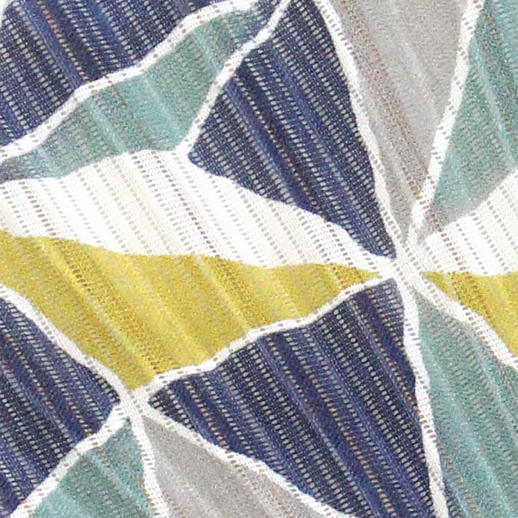 経(たて)糸の搦みで縞状に透ける筋が涼しげな絽の扇面。