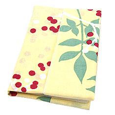 文庫本に合わせて折って包めば、生地を縫わずにブックカバーへと変身♪