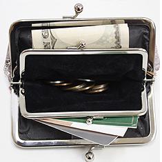 お札やカードや小銭を入れた状態。