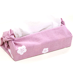 ティッシュの箱を手ぬぐいで包み端を結べば可愛いティッシュケースの完成♪